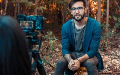 Miten puhua  luontevasti videokameralle?
